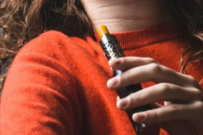 Naukowcy apelują, by chronić młodzież przed e-papierosami